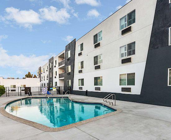 Hollywood Inn Suites Hotel